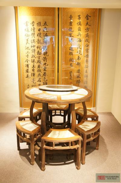 硬木鑲崁雲石桌和椅